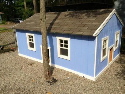 Dog house side